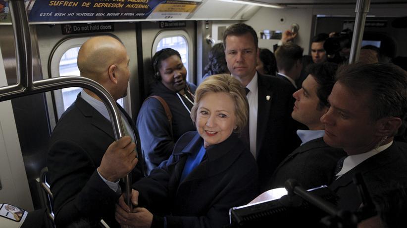 Hillary Clinton: In der U-Bahn mit E.T.