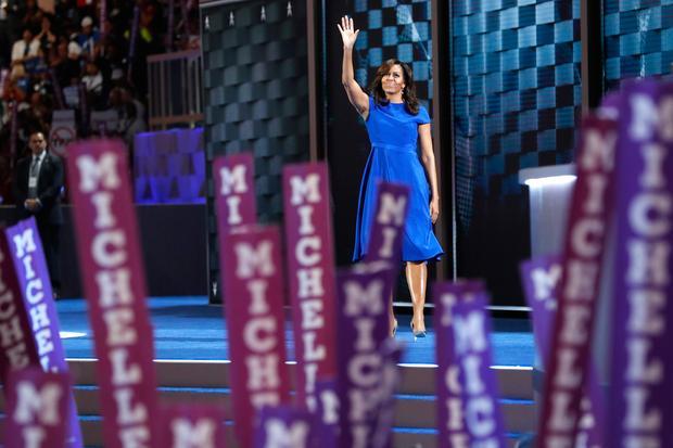 Erfolgreiche Frauen: Michelle Obama im schwingenden Kleid beim Parteitag der Demokraten in Philadelphia