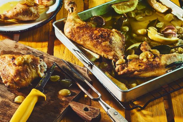 Wochenmarkt: Gebratenes Huhn mit Weintrauben
