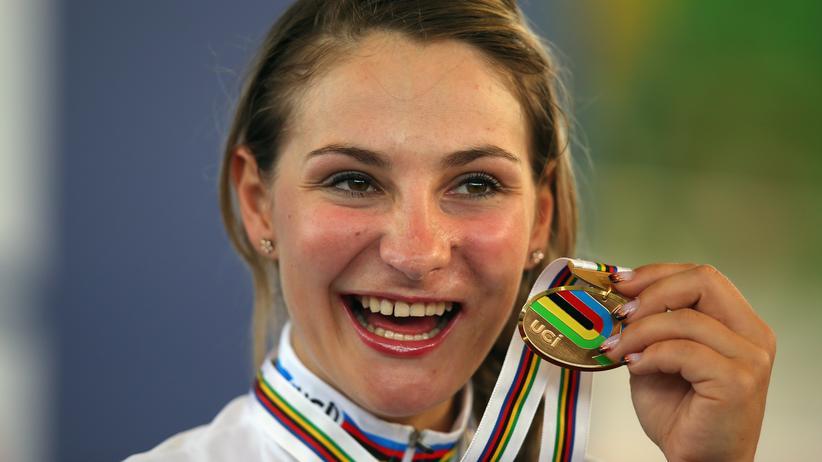 """Kristina Vogel: """"Wer will schon als 18-Jährige seine Zähne abends in ein Glas legen?"""""""