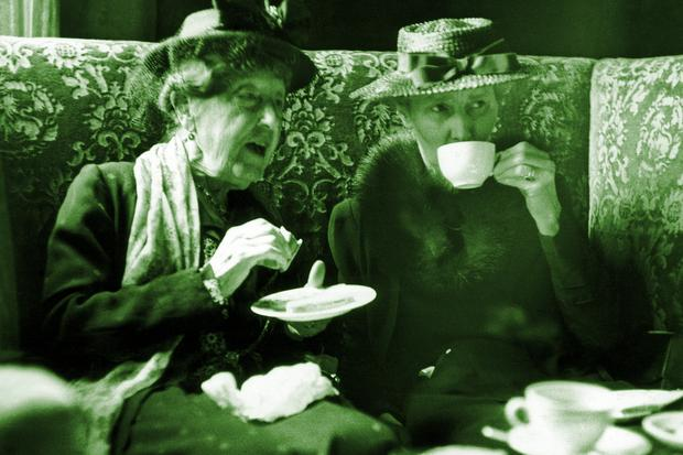 Endlich Vintage!: Two elderly women chat over tea and cake at the Ladies Carlton Club in London, October 1947.