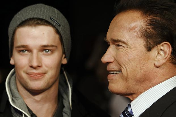 """Eltern-Kind-Rituale: Arnold Schwarzenegger und sein Sohn Patrick bei der britischen Filmpremiere von """"The Last Stand""""  am 22. Januar 2013 in London"""