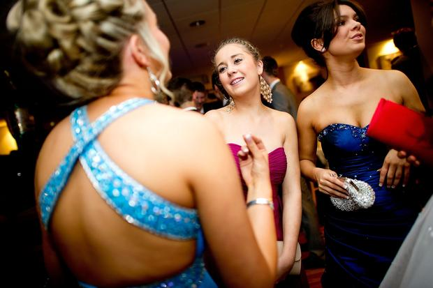 Abibälle: Erin Bowmaker dances with friends during the prom at St James' Park on July 1, 2011 in Newcastle, United Kingdom. After months of preparation more than 200 final year students aged 15 to 16 from Cramlington Learning Village attended a leaver's prom at St James Park, Newcastle.