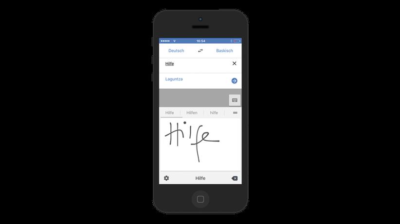 Unter Strom: Unter Strom: Mirko Borsche testet die App von Google Translate.