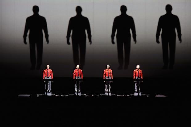 Kraftwerk: Die berühmten Roboter von Kraftwerk auf der Bühne in Detroit.