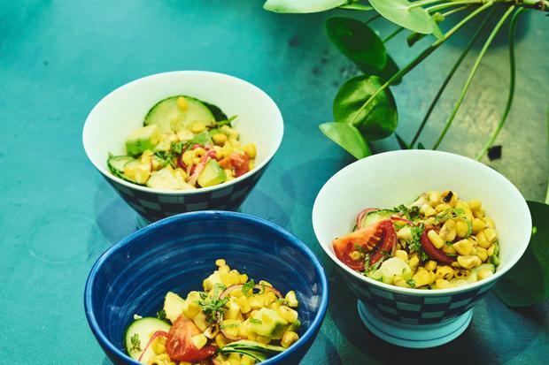 Wochenmarkt: Salat aus frischem Mais