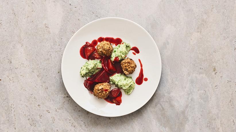 Rezepte: Malikas Klopse: Kufta mit Rote-Bete-Jus und Kartoffelstampf