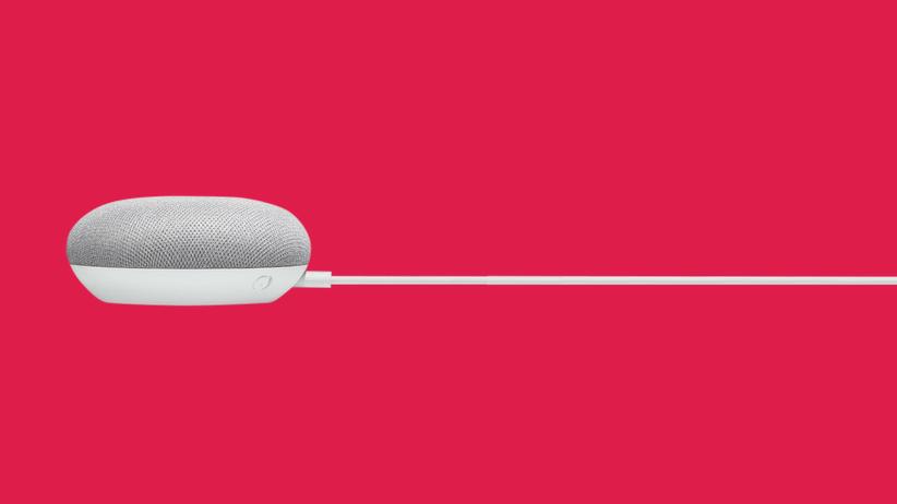 google-home-mini-lautsprecher-unter-strom