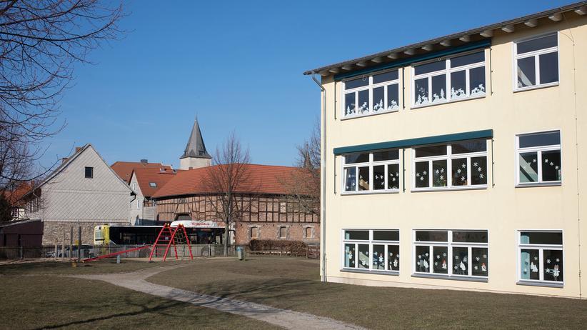 Gewalt in Schulen: Die Grundschule Aue-Fallstein in Hessen. 160 Kinder werden hier unterrichtet.