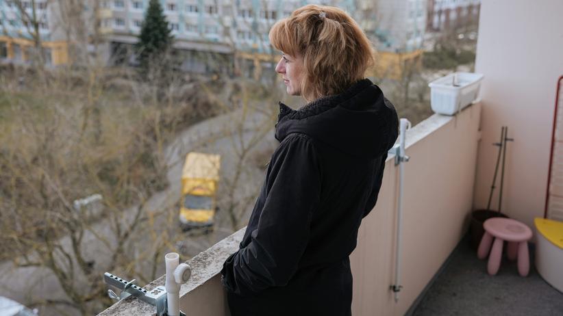 Sternenkinder: Katrin Titze ist in dieser Plattenbausiedlung in Berlin-Friedrichsfelde aufgewachsen, ihre Mutter lebt einen Aufgang weiter.