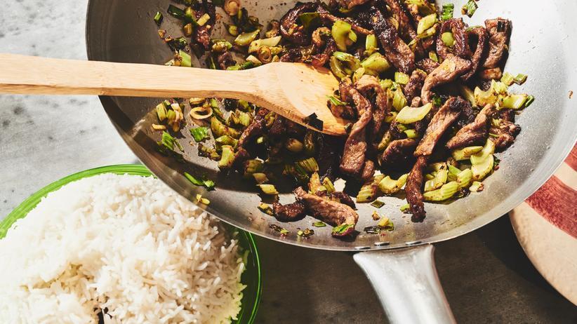 Rindfleisch mit Sellerie: So bleibt der Biss im Gemüse