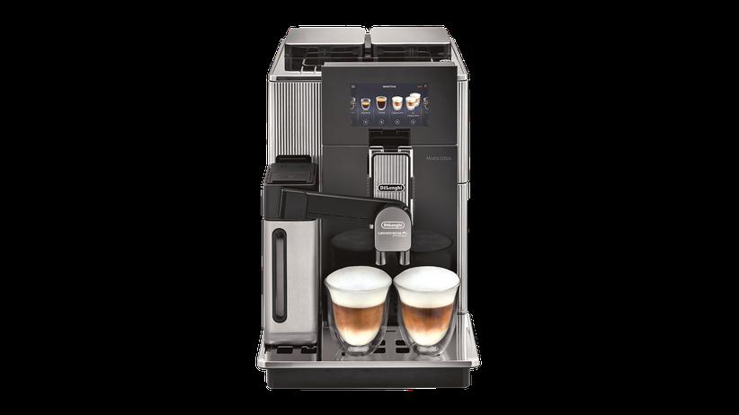 kaffeevollautomat-maestosa-delonghi-kaffeemaschine-unter-strom