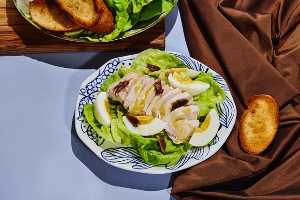 Hühnersalat: Ein gut gebettetes Huhn