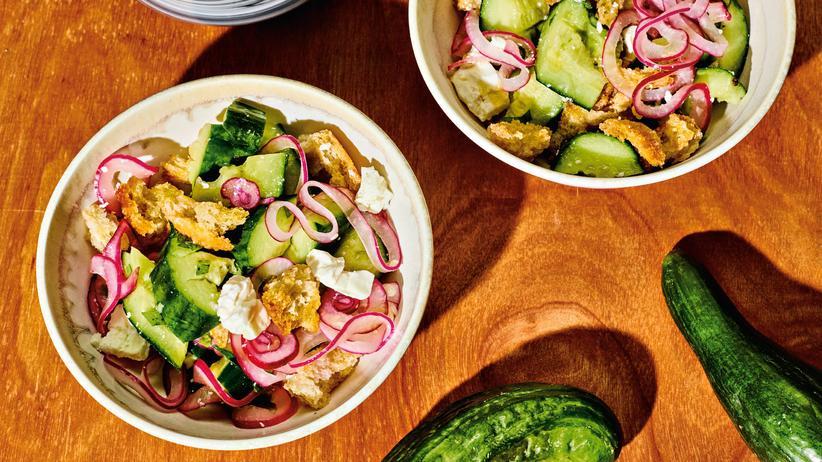 Brotsalat mit Gurken: Herrlich herumgurken