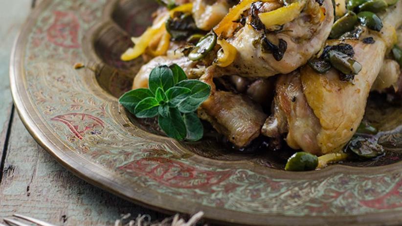 Zitronenhuhn mit Oliven und Oregano