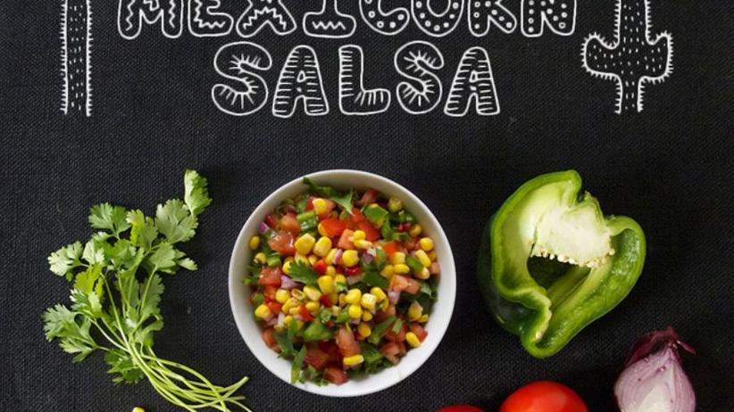 Mexicorn-Salsa aus Tomaten, Mais, grüner Paprika, Zwiebeln und Koriander