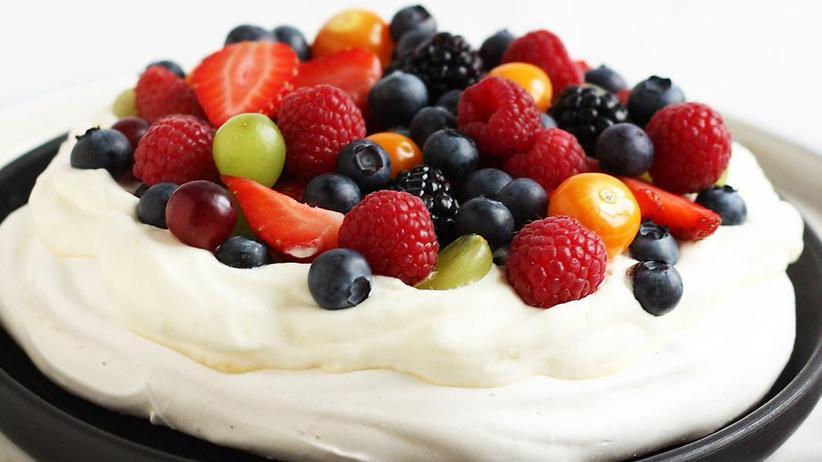 Über Pavlova, den Kuchen mit Baiser-Boden, Sahne und Beeren, streiten sich Neuseeländer und Australier bis heute, wer ihn erfunden haben soll.