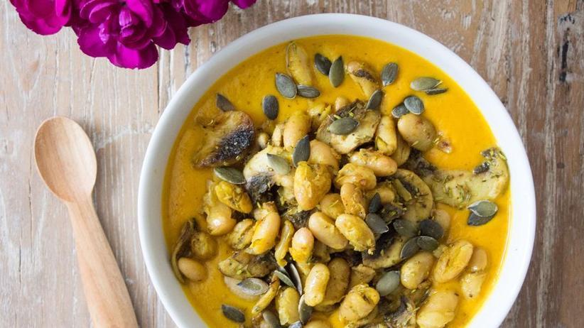 Suppe mit Gelbwurz und Linsen