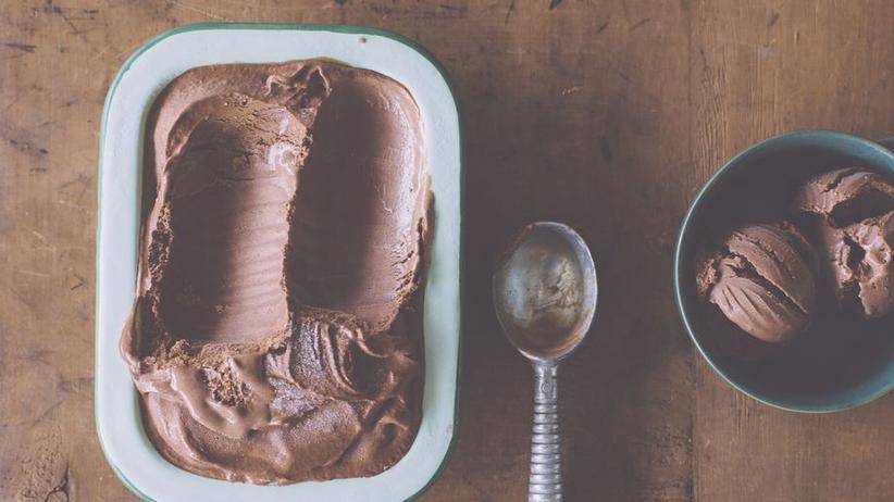 Winterliches Schokoladeneis mit Zimt