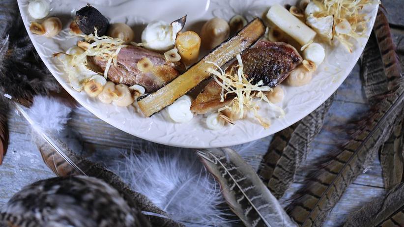 Fasan mit Sellerie, Apfel, Schwarzwurzel und Haselnüssen