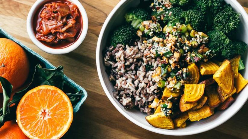 Wilder Reis, Brokkoli und Goldene Bete mit einem Tamari-Sesamdressing