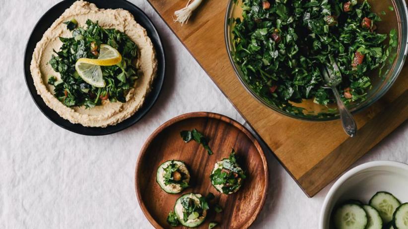 Hummus mit Tabbouleh-Salat