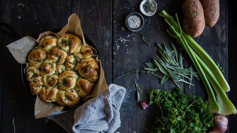 Brotschnecken, gefüllt mit Kräutern