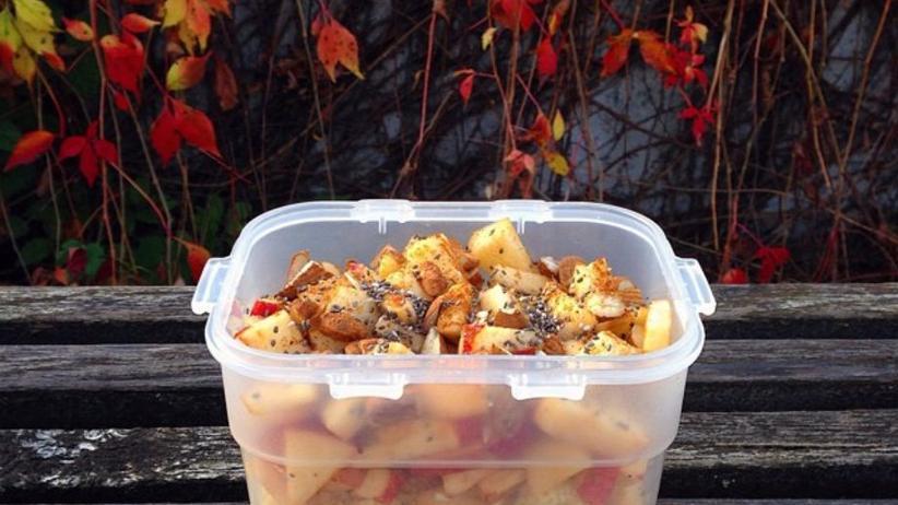 Hirsebrei mit Apfelstücken und Zimt