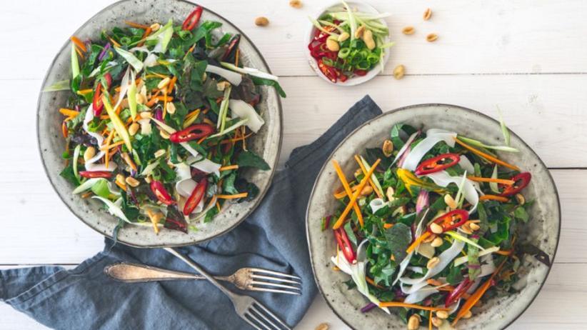 Knackiger Pad Thai-Salat