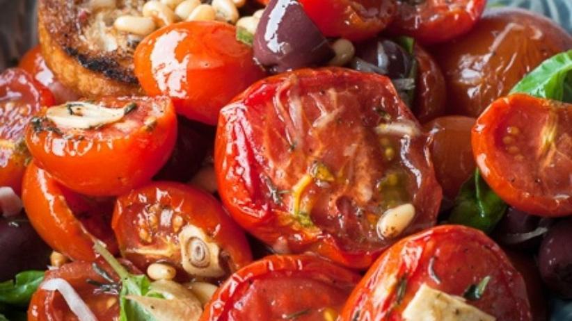 Fruchtiger Tomatensalat aus dem Ofen