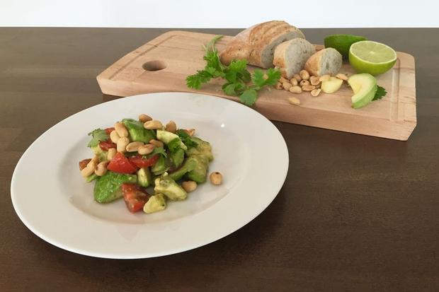 Sommersalat: Schmeckt als Beilage zu Suppen oder als Hauptgericht: Avocado-Salat