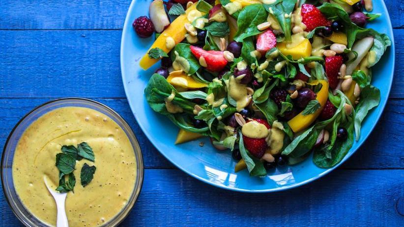 Sommersalat mit Mango-Chili-Dressing