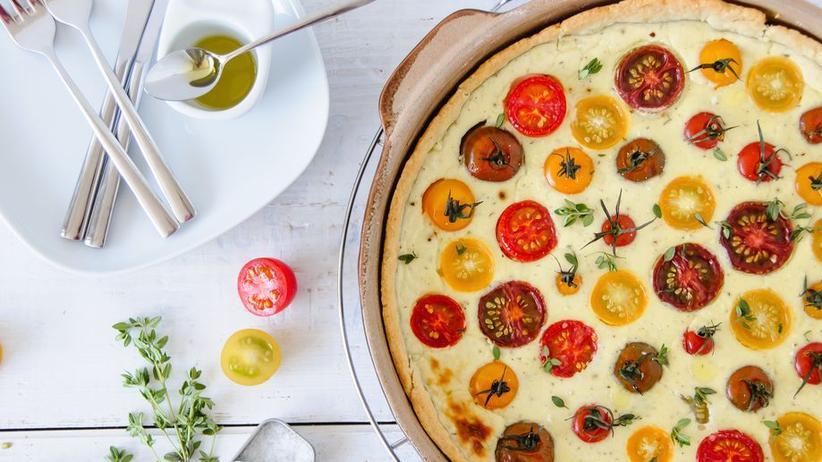 Tomatenquiche mit Ziegenfrischkäsecreme und Parmesan-Boden