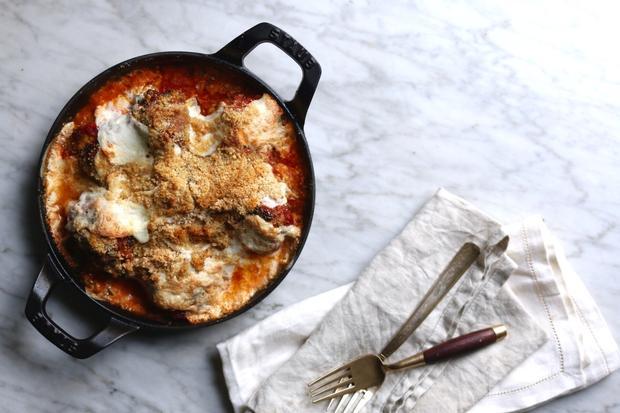 Parmigiana mit Blumenkohl und Semmelbröseln