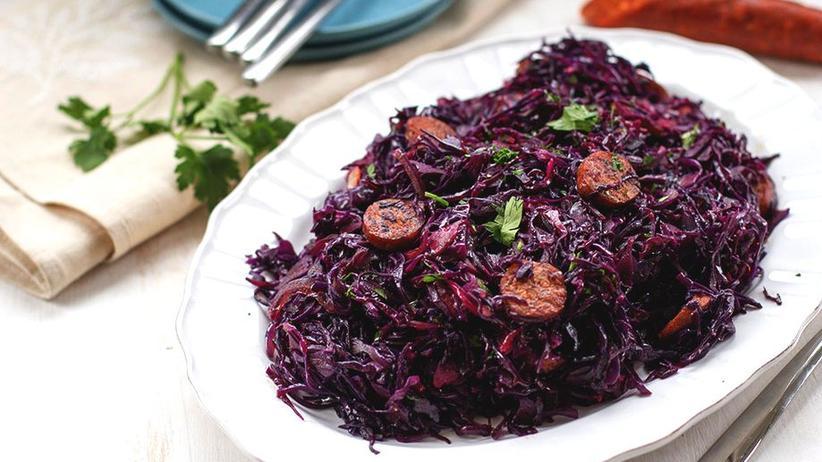 Rotkohl-Salat mit Chorizo