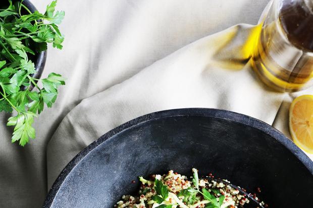 Quinoa-Salat mit Zucchini und Feta