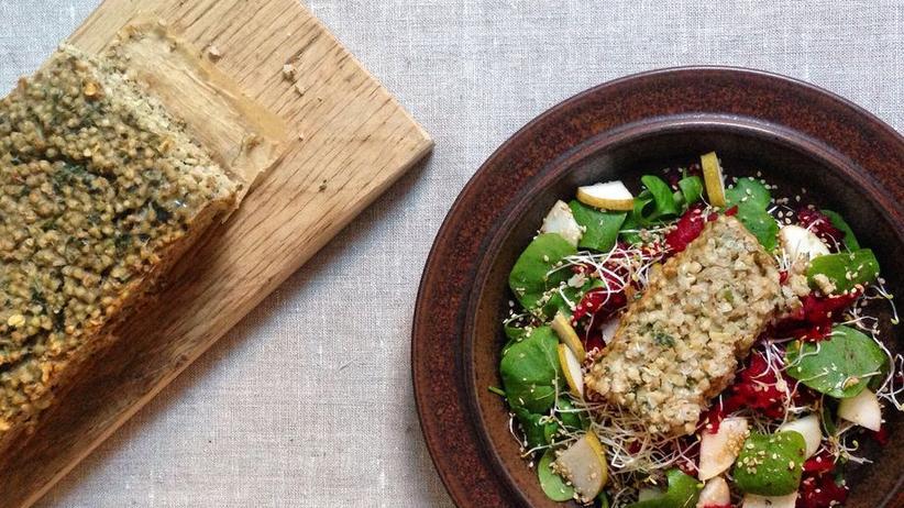 Buchweizen-Braten mit Portulak-Salat und roter Bete