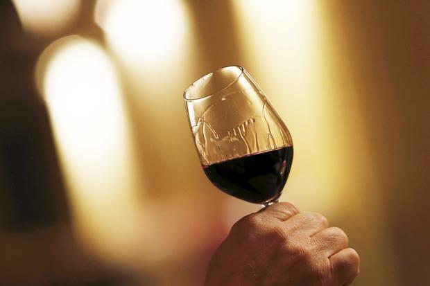 Naturwein: Wenn man sich an den Geruch von Friseur und Gemüseeintopf gewöhnt hat, schmeckt Naturwein auch. Sogar ganz gut.