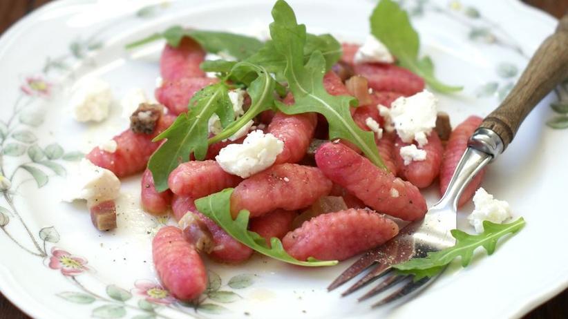 Rote-Bete-Gnocchi mit Ziegenkäse und Rucola