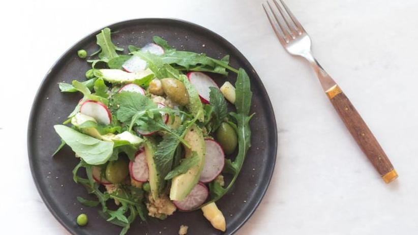 Frühlingssalat mit Hirse und Honig-Senf-Dressing
