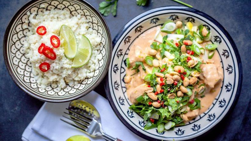 Erdnuss-Hühnchen mit Blumenkohl-Limetten-Reis
