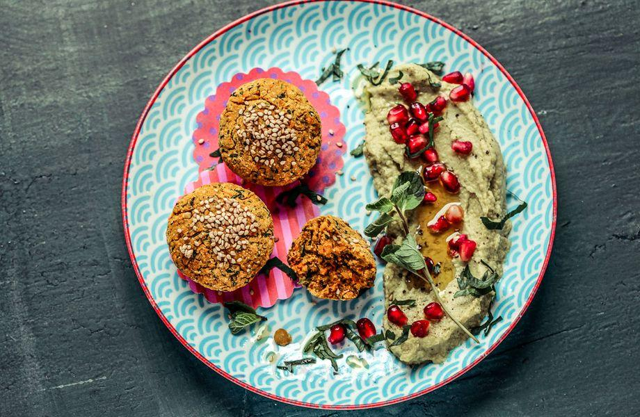 Sonntagsessen: Süßkartoffel-Falafel mit Avocado-Hummus