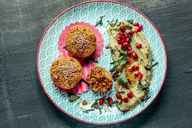 Süßkartoffel-Falafel mit Avocado-Hummus