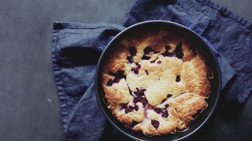 Himbeer-Birnen-Kuchen mit saurer Sahne