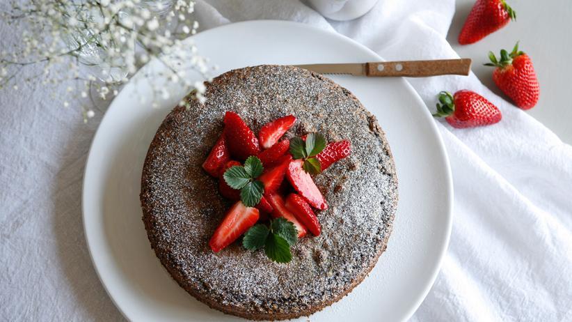 Mohnkuchen mit Erdbeeren