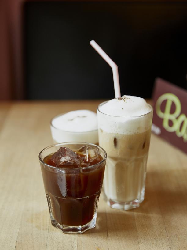 Cold Brew: Bei Cynthia Barcomi bekommt man Cold Brew mit oder ohne Milch.
