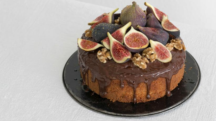 Haselnusskuchen mit Feigen, Schokolade, Walnüssen und Honig