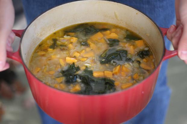 Süßkartoffel-Tatsoi-Suppe