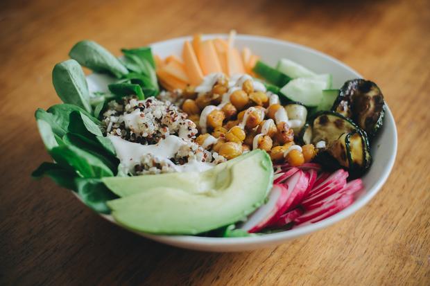 Sonntagsessen: Buddha Bowl mit Kichererbsen und Quinoa