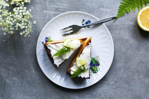 Kuchen: Zitronenkuchen mit Holundercreme